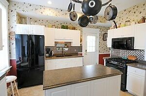 OWN A TOP 10 B&B - OR LARGE FAMILY HOME - IN STRATFORD! Stratford Kitchener Area image 3