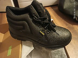 Never used safety boots 9 ( 43)