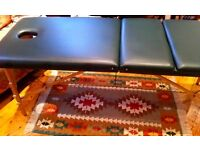 LARGE HIGH QUALITY MASSAGE COUCH WITH CARRY CASE