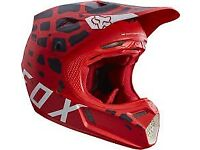 2017 fox motocross helmet the only thing wrong with it is my visor has broken off