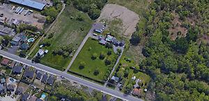 Terrain industriel de 185 139 pi2 incluant une maison