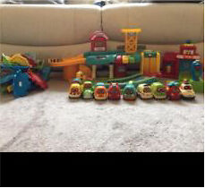 Vtech Toot toot drivers garage, fire station, traffic light, assorted track & 9 cars