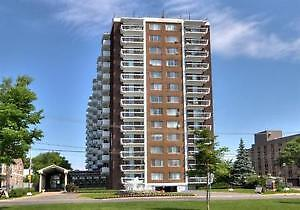 Pointe Claire By The Water-Bright-Renovated 3 ½ -Dazzling Views West Island Greater Montréal image 8