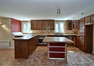 Large 5 1/2 apartment for rent, in Ile Perrot, QC