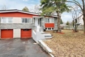 large home for sale in Dorval,5bed,2,5 bath