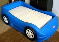 LITTLE TIKES CORVETTE BED  matress not included