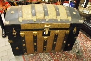ANTIQUE HUMP- BACKED TRUNK