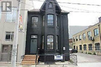 Summer Sublet - Downtown Toronto - Semi-Detached Townhouse