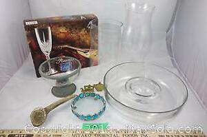 Assorted kitchenware lot 5 - glasses, serving dish and more A