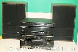 Pioneer Stereo System with 2 Floor Speakers