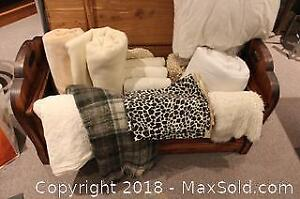Duvets, Wool Blankets and Bath Linens