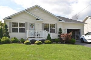 GREAT RETIREMENT HOME IN THE COUNTRY! Sarnia Sarnia Area image 1