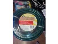 garden hose new in wapper 15 m leath it got all attachments