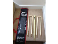 Slazenger 4 cricket stumps and a set of bails in its own plastic case. For juniors.