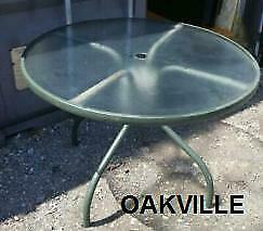 ROUND PATIO TABLE Used OAKVILLE Outdoor 40x40x27h Green base, Textured Tempered Glass Outside BBQ Balcony Garden Dining