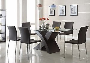 Xenia Structube dining table + chairs