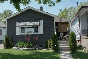 2 bedroom home ~ Family Friendly Neighbourhood ~ Feb 01