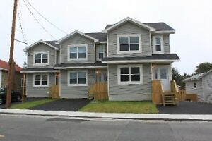 REDUCED !!!!!  CLOSE TO MUN AND DOWNTOWN /  GEORGE ST,
