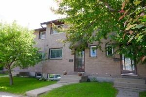 Beautiful 3 bedroom Townhouse close to Trout Lake
