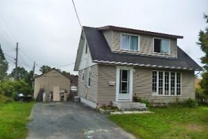 NICE HOME ON A QUIET CUL DE SAC IN ELLIOT LAKE !!!