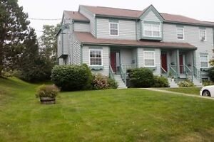 MODERN 3 BED 3 LEVEL TOWNHOUSE ON QUIET ST IN WOODLAWN!