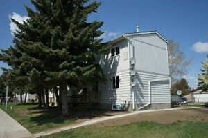 Townhomes for Rent at Queens Way Court, Brooks, AB