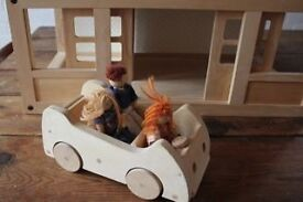 Wooden dolls house with dolls/furniture FOR SALE Hackney E9 £25