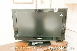 Panasonic 32 Inch T.V. with Remote A