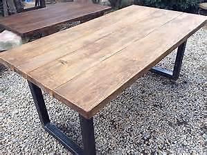 Belle table en vieux bois de grange...........514-912-3599