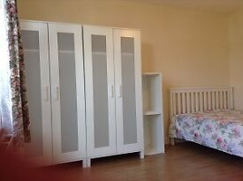 DOUBLE room to let close BURNT OAK station and PARK