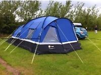 HI GEAR VOYAGER 6 PERSON TENT COMPLETE WITH 2 SLEEPING COMPARTMENTS - IN GOOD CONDITION