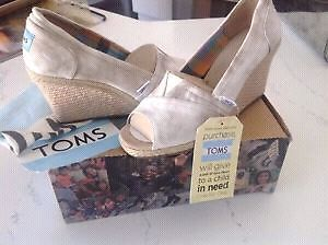 New TOMS Wedges - Size 6.5/7