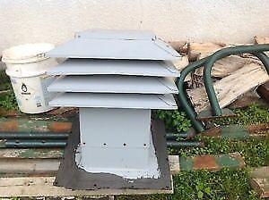 Ventilateur d'entretoit pour toit incliné gris usagé Venmar. Vo