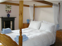 Fabulous large Hogmanay holiday flat. Central Edinburgh Marchmont – castle view. Wifi. Child cot