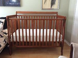Stork craft convertible crib - basinette convertible Stork caft