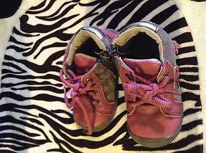 Chaussures (souliers-bottines) Coccinelle grandeur 4 (bébé)