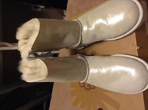 Silvery uggs new! Size 6