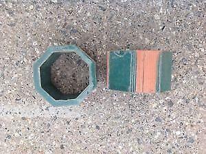 3 boîtes: 64 pièces de céramiques en forme hexagone vert.