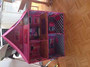 maison Barbie - Barbie home