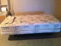 ORTHOMATIC ADJUSTABLE LIFT BED TWIN ---MINT CONDITION