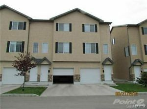 2.5 Bedrooms with Garage Townhouse condo for rent in Saskatoon