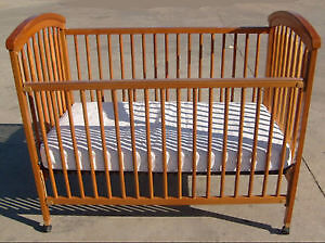 Adjustable crib in great condition
