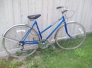 Town and Country Ladies Vintage Cruiser Bicycle