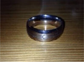 Men's band ring with gem