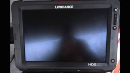 LOWRANCE HDS 12 gen2 TOUCH INC MAP & TRANSDUCER *GOOD CONDITION*
