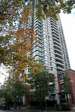 Professionally Decorated Well Appointed Condo in Yaletown #644