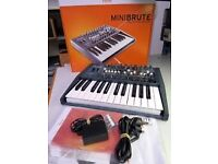 MONO ANALOGUE SYNTHESIZER ARTURIA MINIBRUTE AS NEW BOXED POWER SUPPLY ETC PERFECT CONDITION
