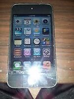 BLACK 4TH GENERATION 8GB APPLE IPOD TOUCH INCLUDES CHARGER