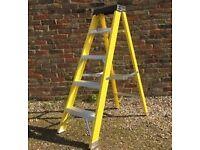 5 TREAD FIBREGLASS STEP LADDER, GOOD CON, NO OFFERS (diy, building,electrician)