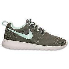 6cfd3883033 Women s Size 7 Nike Roshe Run